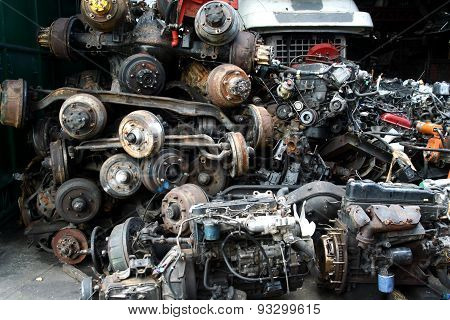 Used and surplus car engines and other car parts