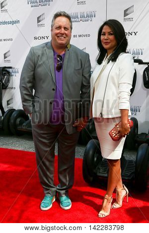 NEW YORK-APR 11: Actor Gary Valentine (L) and wife Jackyline Knipfing attend the world premiere of