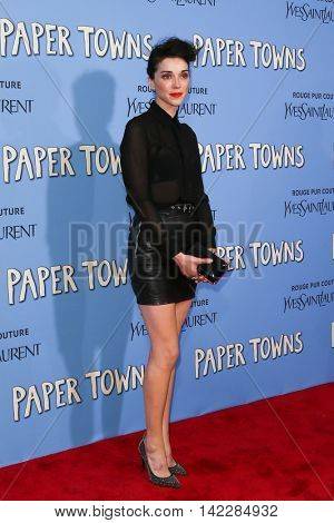NEW YORK-JUL 21: Singer Annie Clark, St. Vincent attends the