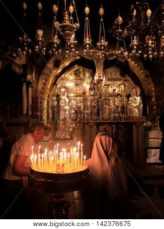 JERUSALEM - Juli 15: The Church of the Holy Sepulchre Place setting of the cross of Christ is considered the holiest Christian site in the worldJuli 15 2015. Jerusalem Israel