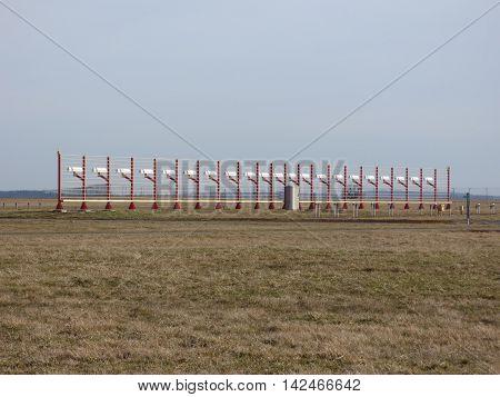 Airport runway glidepath airplane navigation orientation antenna