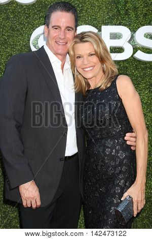 LOS ANGELES - AUG 10:  John Donaldson, Vanna White at the CBS, CW, Showtime Summer 2016 TCA Party at the Pacific Design Center on August 10, 2016 in West Hollywood, CA