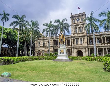 HONOLULU, HI - AUG 6: King Kamehameha I Statue, by Thomas Gould, on August 6, 2016 in Honolulu, Hawaii. It is in front of Ali iolani Hale, the Hawaii Supreme Court Building on King Street in Honolulu.