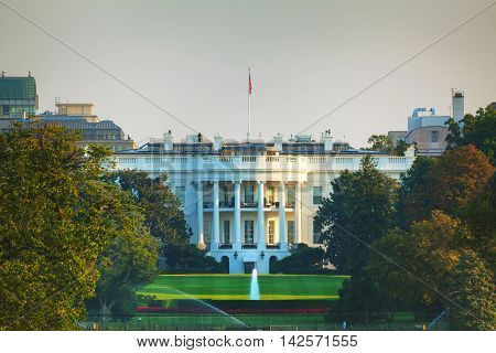 The White House building in Washington DC in the evening