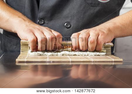 Sushi master turns sushi rolls