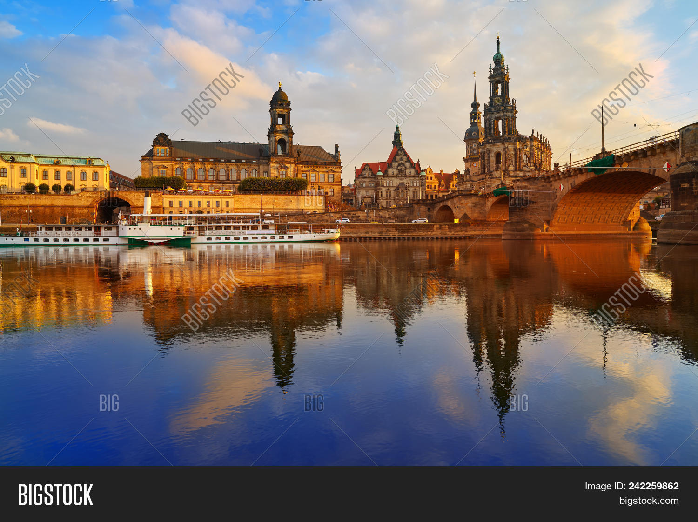 Fesselnde Skyline Dresden Das Beste Von Reflecion In Elbe River At Sunset In