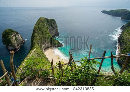 Kelingking Beach Or Manta Bay On Nusa Penida Island, Bali, Indonesia