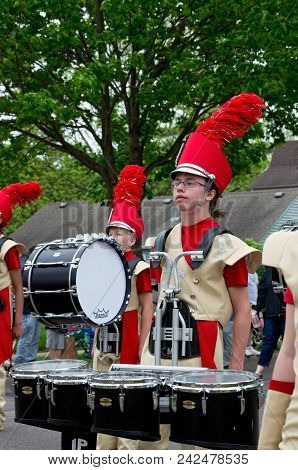 West Saint Paul, Mn/usa - May 19, 2018: Students Of Henry Sibley High School Marching Band Lead Para