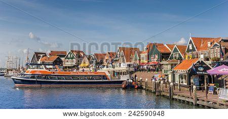 Volendam, Netherlands - August 25, 2017: Tour Boat In The Historic Harbor Of Volendam, Netherlands