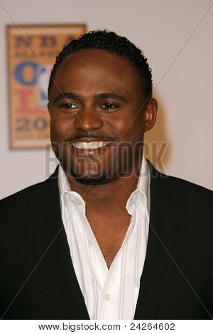 LOS ANGELES - FEB 12: Wayne Brady at the 'A Tribute to Magic Johnson - The official tip-off to NBA All-Star 2004 Entertainment' on February 12, 2004 at the Shrine Auditorium, Los Angeles, California