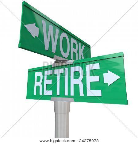 Grüne bidirektionale Straße weist ein Schild Retire oder Arbeit, die Entscheidung für eine alternde Arbeitnehmer mu
