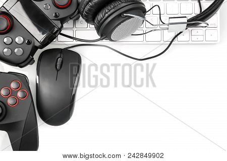 Flat Lay Composition With Computer Mouse And Gaming Gear On Light Background