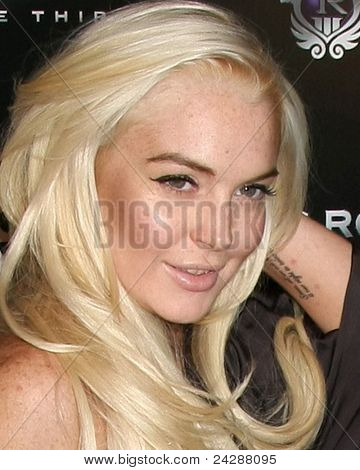 LOS ANGELES - OCT 12:  Lindsay Lohan arriving at the