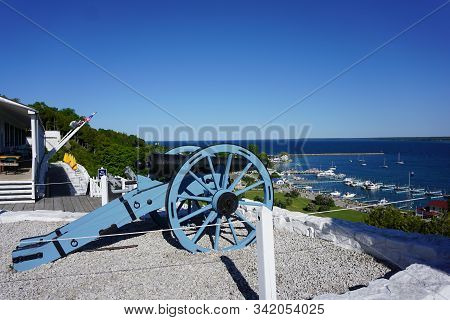 Mackinac Island, Michigan / United States - June 11, 2018: A Cannon Sits On A Platform At Fort Macki