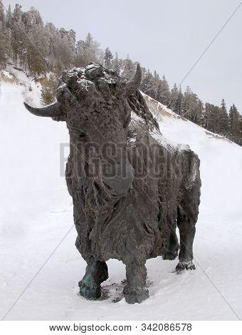 Khanty - Mansiysk, Russia - December 29, 2019: Sculpture Of A Prehistoric Bull In Archeopark. Locate