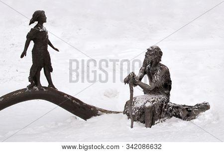 Khanty - Mansiysk, Russia - December 29, 2019: Sculpture Of Prehistoric People In Archeopark. Locate
