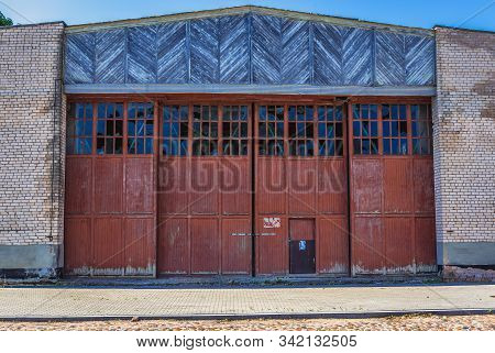 Daugavpils, Latvia - June 25, 2016: Old Desolate Hall Building In The Area Of Daugavpils Fortress In