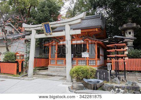 Kyoto, Japan- 27 Nov, 2019: Bigozensha Shrine Inside Of The Yasaka Jinja In Kyoto. Yasaka Shrine Is
