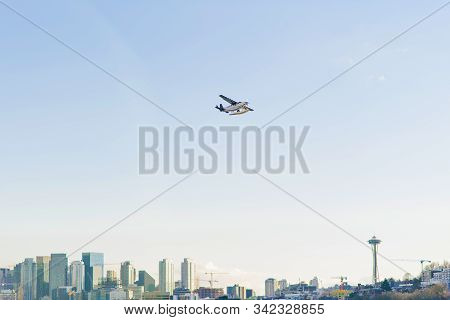 Seattle, Usa. The November 2019. Seaplane Flies Over The Skyscrapers Of Downtown