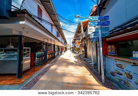 Phi Phi, Thailand - November 26 2019: Store On Both Sides Of The Narrow Alley In Phi Phi Island, Tha