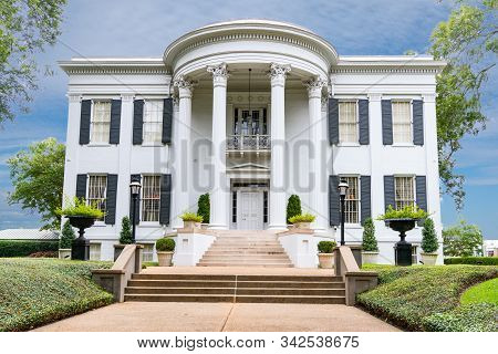 Jackson, Ms - October 7, 2019: Exterior Of The Governors Mansion In Jackson, Mississippi