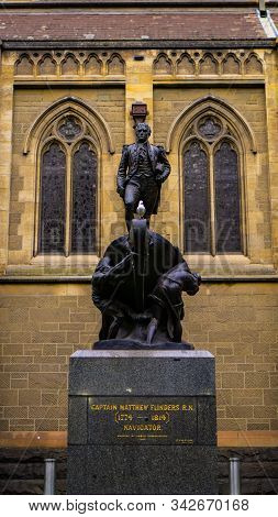 Melbourne, Vic / Australia - Dec 15 2019: Captain Matthew Flinders Statue With Seagull Bird In The M
