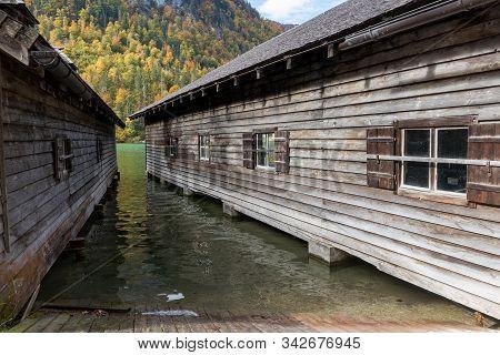 Ausblick Durch Die Fischerhütten Zum Königsee In Schönau
