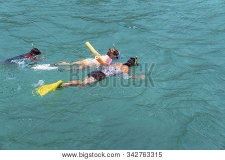Yeppoon, Queensland, Australia - December 2019: Mother, Daughter And Son Snorkeling In The Waters Ov