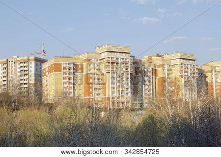 Vladimir, Russia April 22, 2019 Vladimir Street Pushkarskaya, D. 36, A Lane Of The Private Sector In