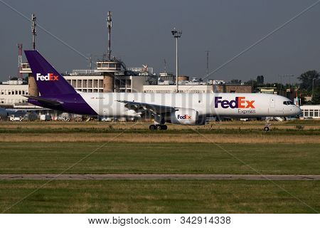 Budapest / Hungary - July 3, 2019: Fedex Express Boeing 757-200 N915fd Cargo Plane Arrival And Landi