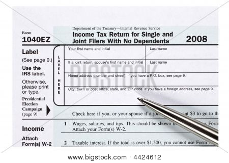 Close Up 1040Ez Tax Form With Pen