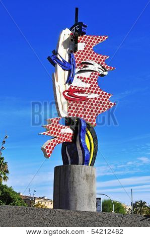 BARCELONA, SPAIN - NOVEMBER 1: Sculpture The Head of Barcelona on November 1, 2013 in Barcelona, Spain. This sculpture designed by artist Roy Lichtenstein is a landmark in the waterfront of the city