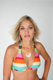 Sexy Frauen tragen Bikini