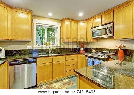 Maple Kitchen Cabinet With Black Granite Tops