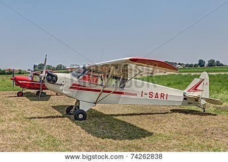 Old Aircraft Piper J-3 C I-sari (1944)