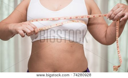 woman mesuring her body to lose weight