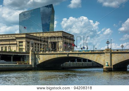 Bridge And Buildings Along The Schuylkill River In Philadelphia, Pennsylvania.