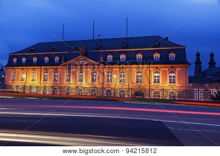 Staatskanzlei Rheinland-pfalz And St. Peter Church
