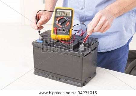 Testing car battery with digital multimeter