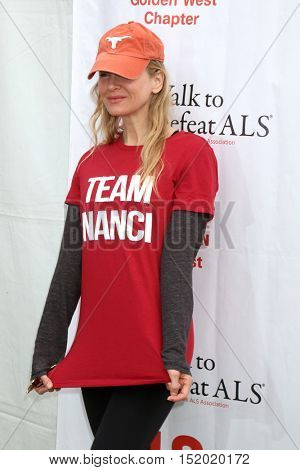 LOS ANGELES - OCT 16:  Renee Zellweger at the ALS Association Golden West Chapter Los Angeles County Walk To Defeat ALS at the Exposition Park on October 16, 2016 in Los Angeles, CA