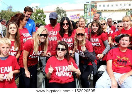 LOS ANGELES - OCT 16:  Reese Witherspoon,  Nanci Ryder, Courteney Cox, Renee Zellweger, Kate Linder at the Los Angeles Walk To Defeat ALS at the Exposition Park on October 16, 2016 in Los Angeles, CA
