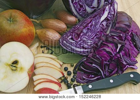 cooking red cabbage with the traditional ingredients