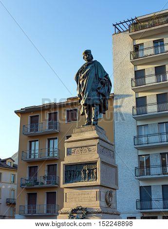 Statue of Giuseppe Garibaldi in Como, Italy