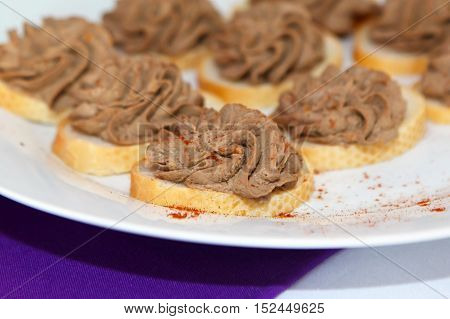 Bread and pate paste of meat sprinkled with pepper. A light snack before the meal. Ffood is simple and fast.