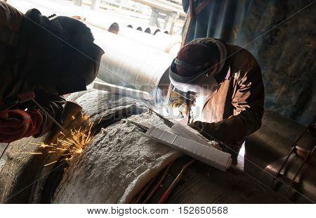 Parallel Welding Of Two Pipe Welders Simultaneously Host Large Diameter Pipeline