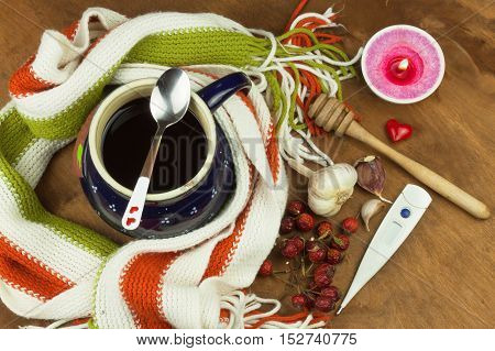 Traditional medicine against colds and flu. Rosehip tea. Treatment of the disease.