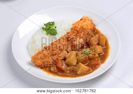Jasmine rice with deep fried dolly fish in Japanese yellow curry is popular food for health.