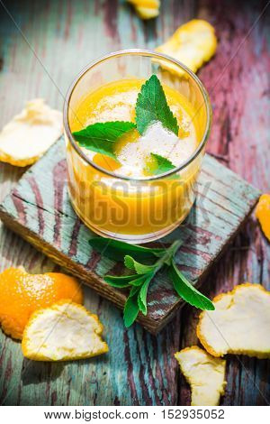 Summer drink: orange mousse with stevia .