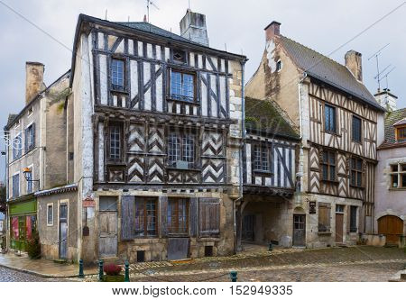 Ancient architecture of Noyers.  Noyers ( Noyers-sur-Serein) is a commune in the Yonne department in Burgundy in north-central France.