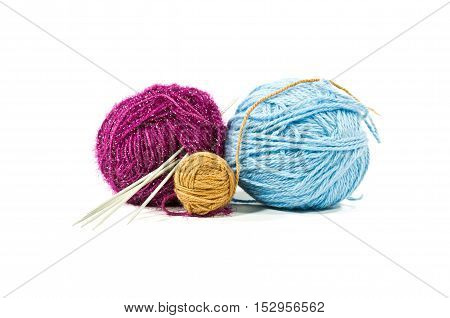 The ball of woolen threads with spokes is isolated on a white background